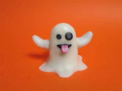 whatsapp ghost tutorial emoji whatsapp ghost for halloween cakecentral com