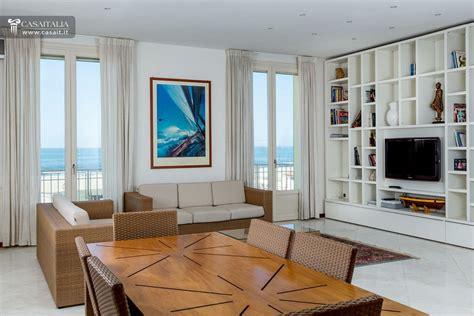 vendita appartamento lido di camaiore attico con superattico fronte mare
