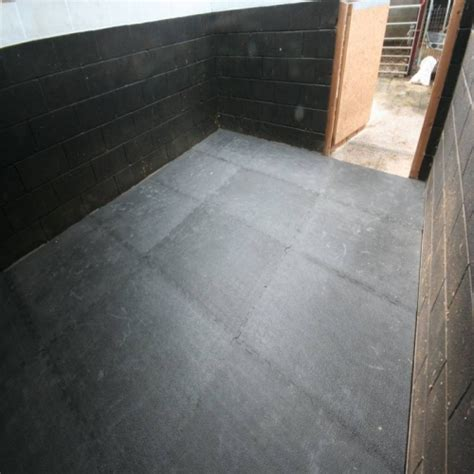 Stable Matting by Interlocking Stable Mats