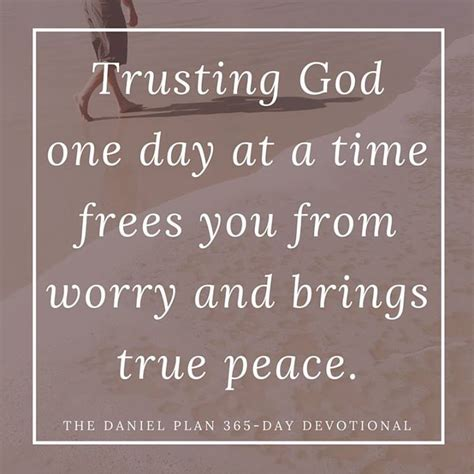 libro the daniel plan 365 day 17 best images about the daniel plan 365 day devotional on mark hyman the bible and