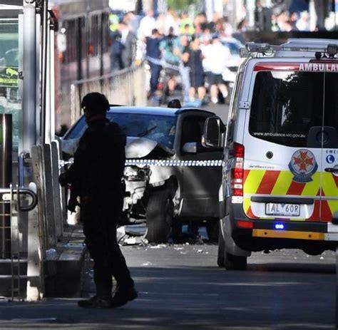 Auto Rast In Menschenmenge Berlin by Autofahrer In Melbourne Rast In Menschenmenge Welt