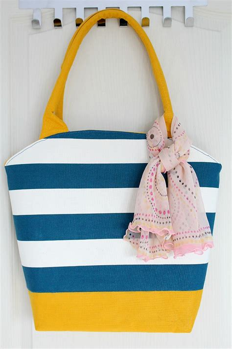 pattern for a canvas tote bag rounded opening tote bag tutorial and free pattern