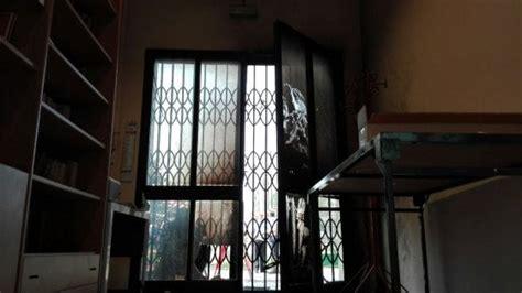 sede pd roma indirizzo attentato davanti a una sede pd di modena renzi non ci