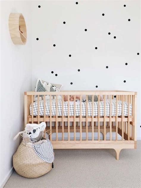 deco mur chambre bebe d 233 co chambre b 233 b 233 fille et gar 231 on en style scandinave pour
