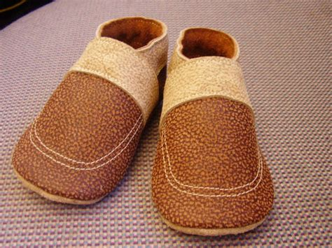 32 free diy tutorials for your own baby shoes