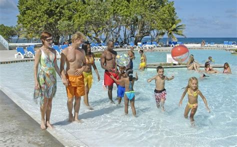 friendly vacations best all inclusive family friendly resorts huffpost