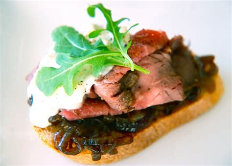 beef canapes recipes roast beef canap 233 s with stilton and jam