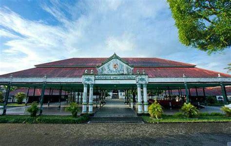 rumah adat bangsal kencono daerah istimewa yogyakarta