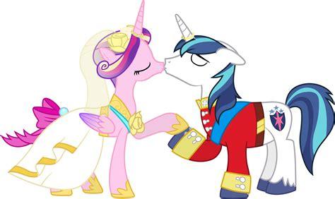 my little pony princess cadence shining armor my little pony shining armor and cadence kiss
