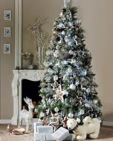 33 white and silver christmas tree decorating ideas