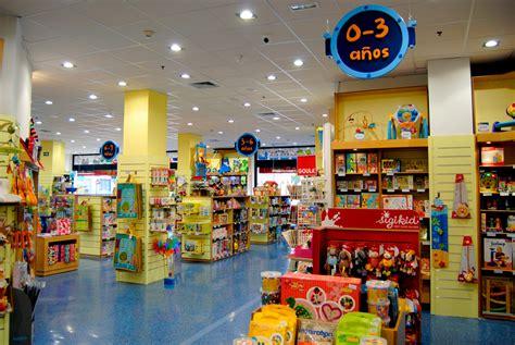 imagenes de varias tiendas juguetes educativos y libros infantiles en dideco valencia