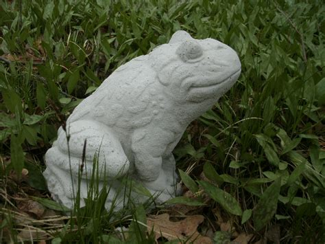 Cement Garden Statues by Large Smiling Cement Sitting Frog Garden Concrete