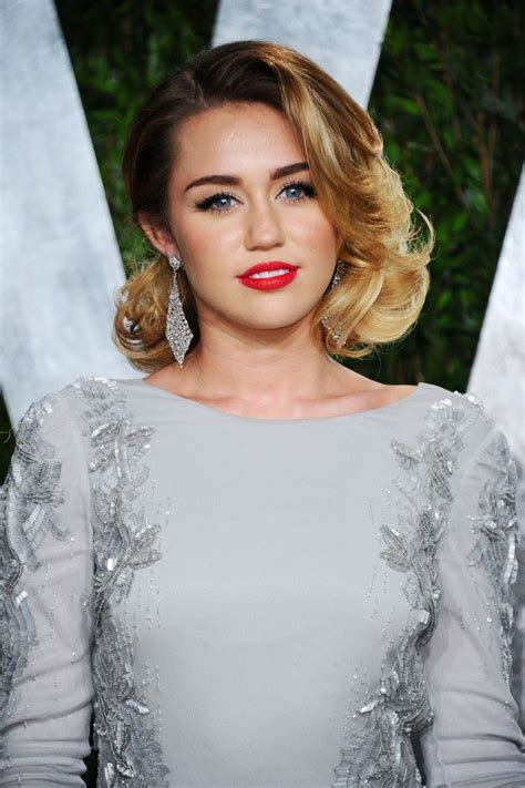 miley cyrus in 2012 vanity fair oscar hosted by