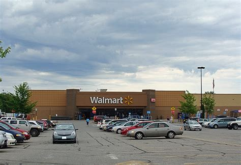 reported pipe bomb prompts evacuation of rockland walmart