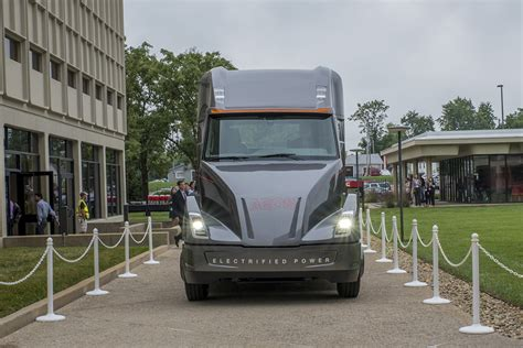 electric semi truck cummins aeos electric semi truck will go on sale in 2019