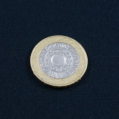 Cigarrete Through Coin cigarette through coin 163 2
