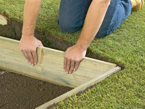 Laying Paver Patio How To Lay A Concrete Paver Patio How Tos Diy