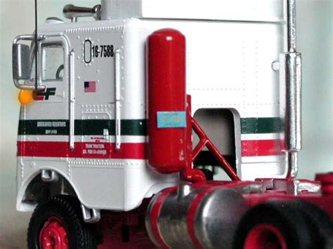 consolidated freightways fl8642 truck tractor