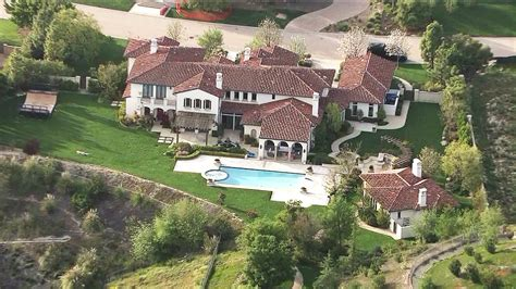 justin bieber house nfl star calls out justin bieber for reckless driving ktla