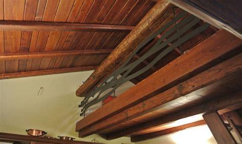 controsoffitti in legno rustici rivestimento controsoffitto balaustra e scala in legno di