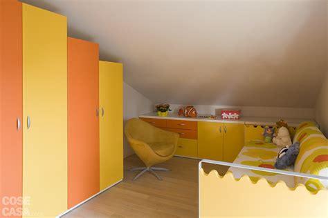armadi bassi per camerette casa in mansarda con le soluzioni giuste per gli spazi