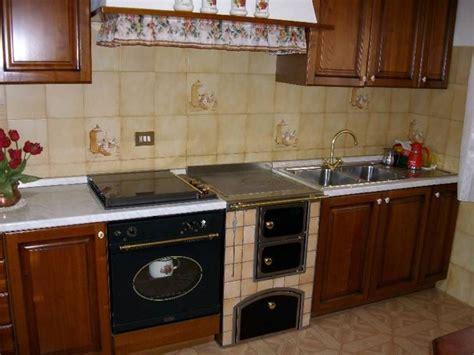 cucinare con la stufa a legna scegliere la cucina a legna stufe scegliere la cucina