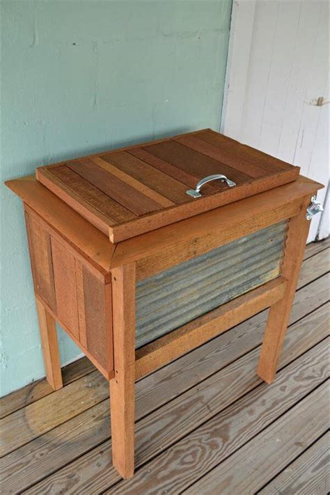 Diy Patio Cooler Stand by Diy Rustic Pallet Wood Outdoor Cooler 99 Pallets
