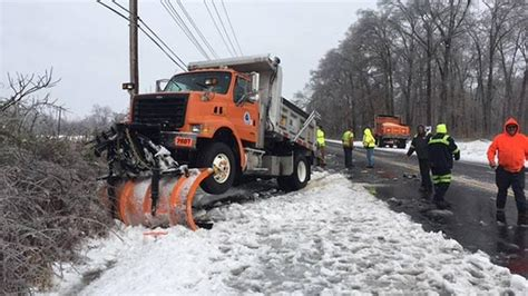 trucks crash deldot plow truck crashes in newark 6abc com