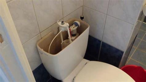 binnenwerk stortbak toilet vervangen repareren vervangen binnenwerk stortbak woning amsterdam