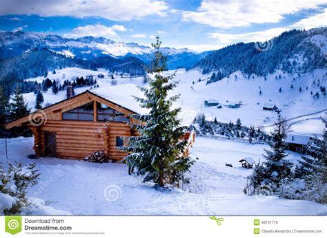 cottage montagna cottage della montagna fotografia stock editoriale