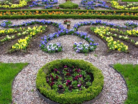 Colorful garden decorative stones ? Home Landscaping