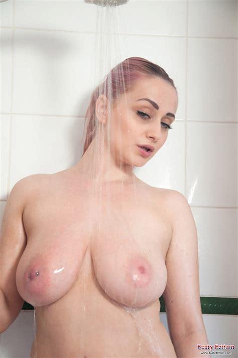 rachel c nude shower busty britain   curvy erotic