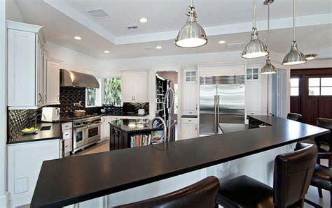 cuisine 駲uip馥 noir et blanc cuisine noir et blanc une d 233 co 233 l 233 gante et intemporelle