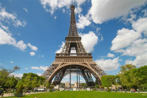 home of the eifell tower eiffel tower background wallpaper