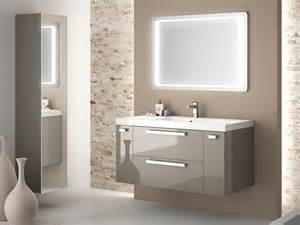 mobilier de salle de bains aux multiples facettes