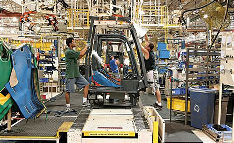 toyota manufacturing lean lifts assembly at toyota 2015 05 04 assembly magazine