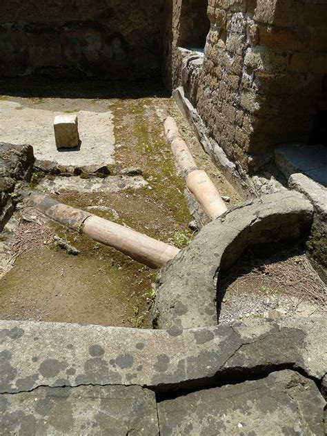 Pompeii Plumbing by House Of The Great Portal Hernaculeum Pompeii Herculaneum Portal The O Jays