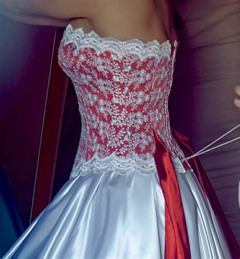 garment pattern engineering wedding dress with balloon skirt and lace decoration with