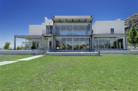 Luxury Real Estate Malibu S Affordable Glass House Secret Entourage