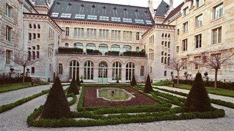 La cour intérieure du très réputé lycée Louis Le Grand, à Paris.