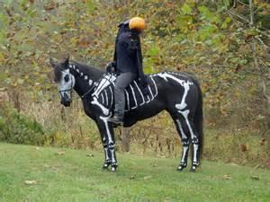 Headless Man Halloween Costume Horse Wins Halloween 171 Twistedsifter