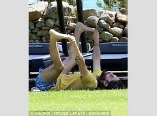 Jared Leto strikes a variety of yoga poses during his band ... Jared Leto And Scarlett Johansson Break Up