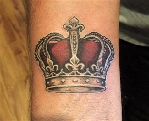 royal crown tattoo designs best 25 king crown ideas on