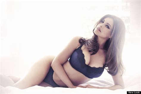 mujeres exuberantes kelly brook new look lingerie collection model sizzles in