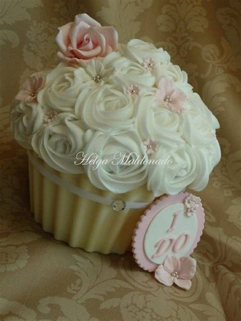 giant wedding cakes 66 best giant cupcakes images on pinterest big cupcake