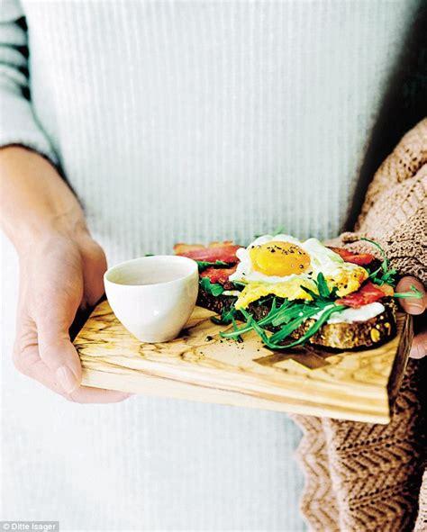 food gwyneth paltrow s it s all easy part one you gwyneth paltrow s it s all easy fried egg sandwich