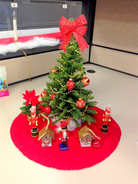 christmas desk decoration ideas 40 new christmas cubicle decorations christmas office