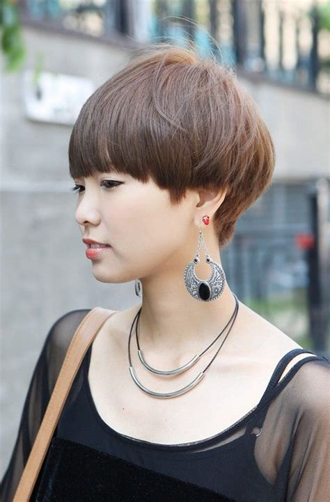 severe wedge haircut 25 best ideas about mushroom haircut on pinterest bowl