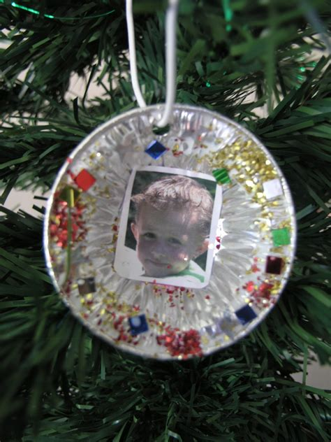 craft ideas for parents a handmade gift to put on the tree clever