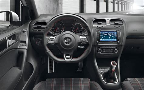Vw Golf 6 Interior by 2014 Vs 2015 Volkswagen Golf Gti Digital Trends